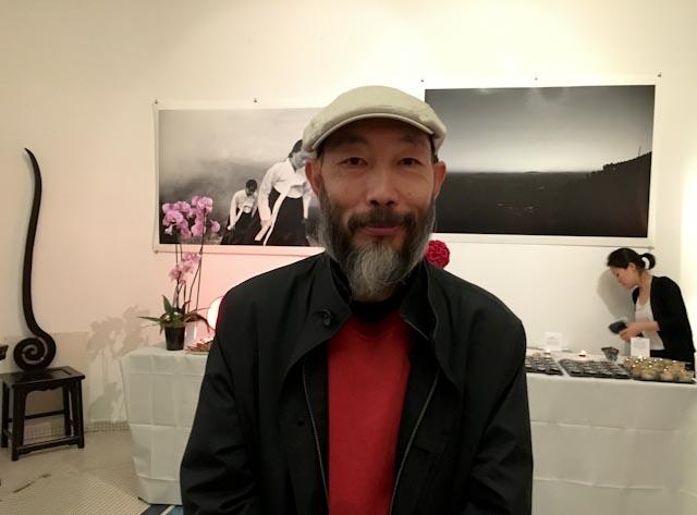 Mo Yi lors de l'inauguration de l'exposition consacrée à Lee Gap Chul