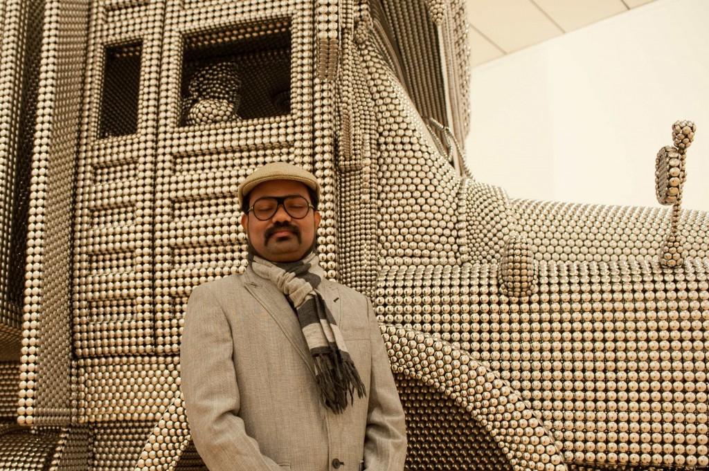 © ppc. Valay Shende devant son oeuvre, Musée d'art contemporain de Lyon