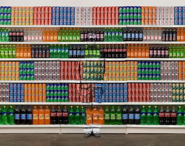 Supermarket 3 © Liu Bolin / Courtesy Galerie Paris-Beijing
