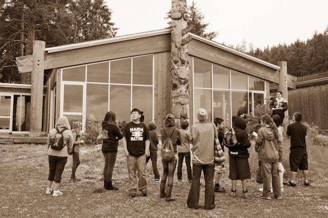 Haida Nation, Skidegate, jeune élève, Qay'llnagaay © ppc