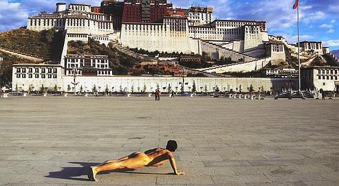 Face au Potala de Lhassa (Tibet)