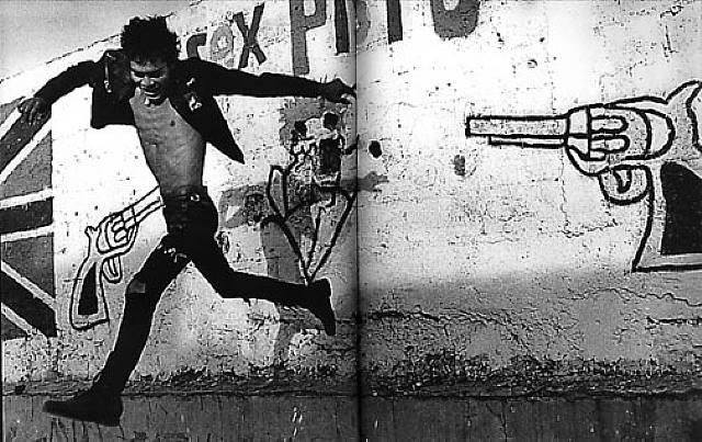 © Pablo Ortiz Monasterio, Volando bajo, 1989