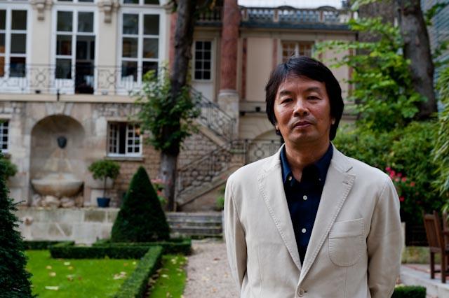 Liu Zhenyun photographié dans les jardins de Gallimard, 23 octobre 2013 © www.philippepataudcélérier.com