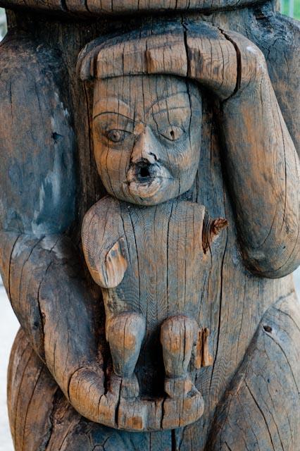 Haida,Totem (détail)  Musée d'Anthropologie de l'Université de Colombie Britannique, Vancouver © ppc